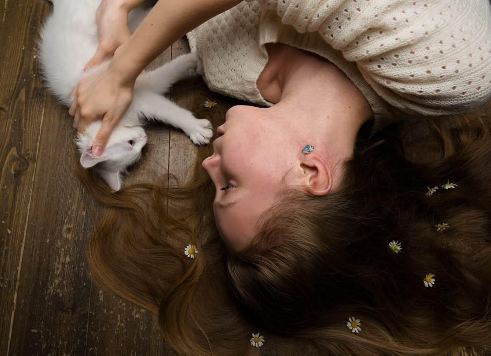 Tầm quan trọng của việc chơi với mèo
